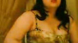 دو عکس کیروخایه ایرانی دختر جذاب آسیایی در خدمت مشتری هستند