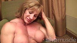 Excentric عکس کیرو کس و کون واژن لاستیکی را لگد می زند